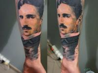 Татуировка мужской портрет на предплечье