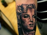 Татуировка женский портрет на предплечье