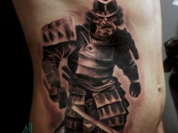 Татуировка воин с мечом на животе