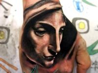 Татуировка женское лицо на кисти руки