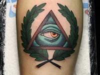 Тату глаз в треугольной рамке
