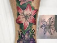 Татушка разноцветные лилии на руке