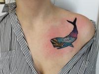 Татуировка кашалот на груди