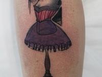 Татуировка манекен на икре