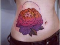 Татуировка пион на животе