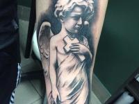 Тату ребенок ангел с крестом
