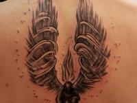 Татуировка ангел с крыльями на спине
