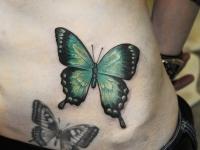 Татуировка бабочки на животе
