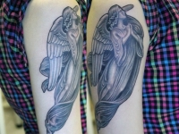 Татуировка ангел на плече