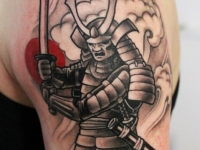 Татуировка воин с мечом на плече