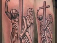 Татуировка крест и ангел
