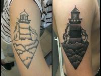 Татушка старый маяк на руке