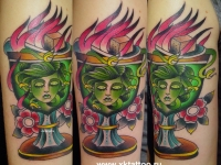 Татуировка голова Горгоны в вазе