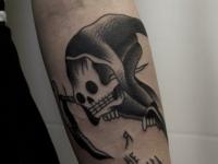 Татуировка смерть на предплечье