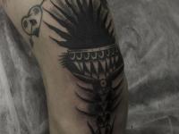 Татуировка узор на колене