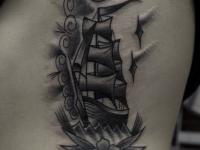 Татуировка корабль на боку