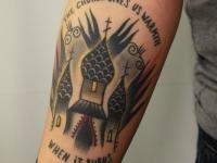 Татуировка церковь на предплечье