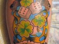 Татуировка удача на икре