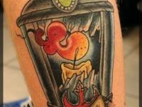 Татуировка фонарь на голеностопе
