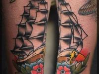 Татуировка корабль на голеностопе