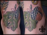 Татуировка лепесток на голеностопе