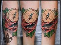 Татуировка компас предплечье