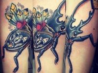Татуировка жук на предплечье