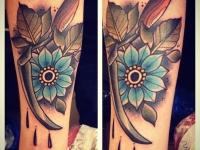 Татуировка цветок на предплечье