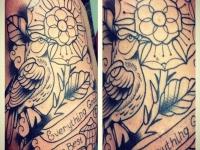 Татуировка птица на плече