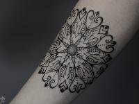 Татуировка оригинальный цветок на предплечье