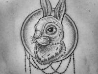 Тату чучело головы большого зайца