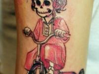 Татуировка скелет на велосипеде
