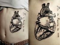 Татуировка сердце на боку