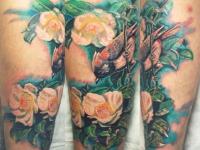 Татуировка птица с цветком