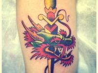 Татуировка кинжал в голове дракона