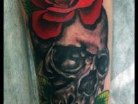 Татуировка череп с розами
