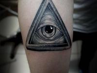 Татуировка глаз на предплечье