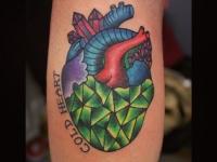 Татуировка сердце на икре