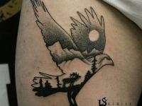 Татуировка орла на плече