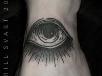 Татуировка огромный глаз с ресницами внизу