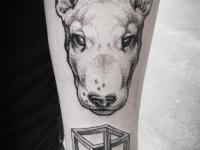 Татуировка собака на предплечье