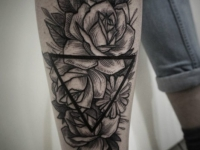 Татуировка цветок на голеностопе