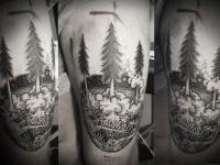 Татуировка лес на бедре