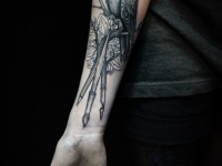 Татуировка голубь на предплечье