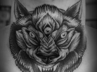 Татуировка зверь на шее