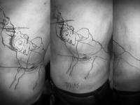 Татуировка пули на боку