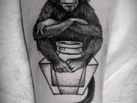 Татуировка обезьяна на предплечье