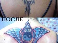 Татуировка глаз и крылья на спине