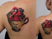 Татуировка чашка на лопатке