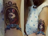 Татуировка заяц на плече